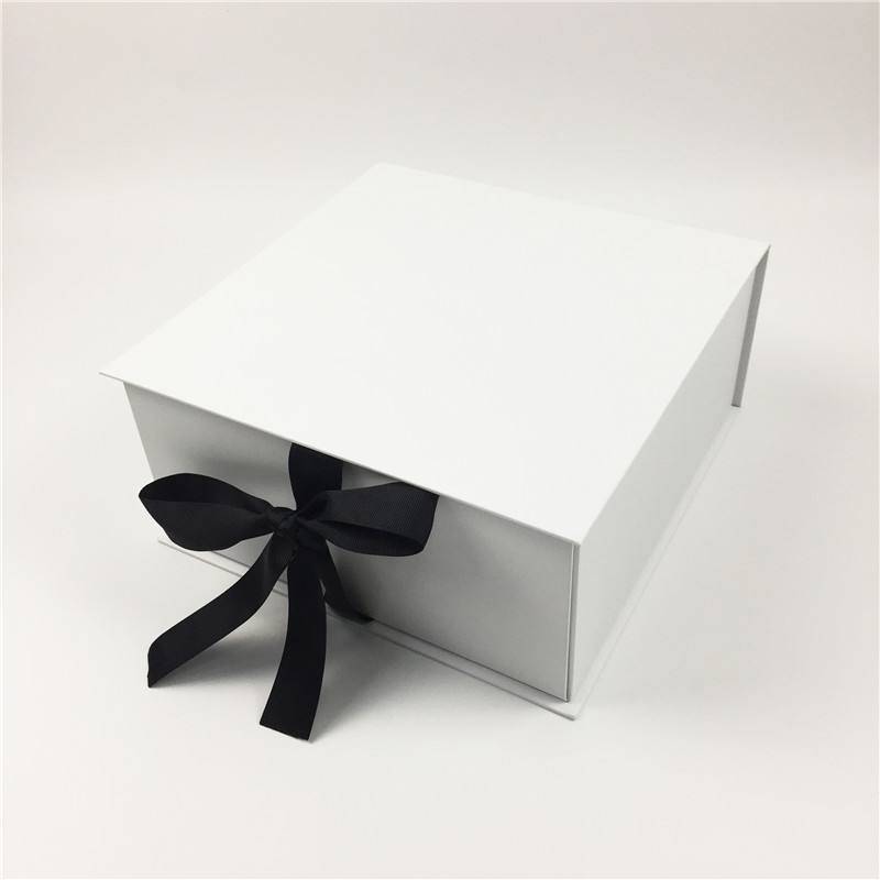 collapsible gift box with ribbon