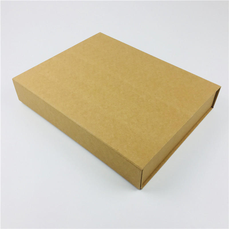 Rigid foldable boxes with magnetic closure